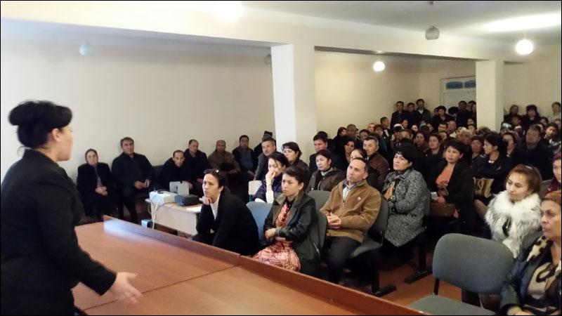 Мактаб-интернати директори Суярова С. нутқ сўзламоқда
